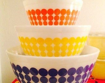 vintage mod PYREX Dots 3 Bowl Set, no. 401, 402, 403, red blue yellow