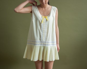 yellow cotton pleated skirt mini dress / eyelet trim sun dress / cotton easy fit dress / m / 1911d / B14