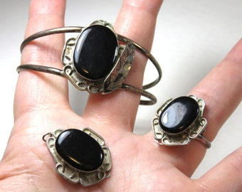SJK Vintage -- Alpaca Mexico Faux Silver (Nickel Silver) Set of Bracelet, Ring, Pendant  (1960's-70's)