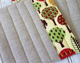 Patchwork Pot Holder, Cookware Trivet,  Hot Pad Kitchen Set - Apple Trees with Linen Patchwork