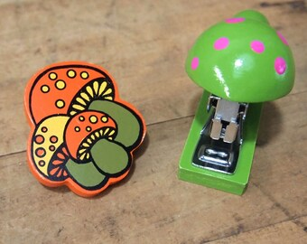Free Shipping Sweet Vintage Wood Mushroom Stapler and Clip Retro 70's Bucklers-5th Ave Navarro and OMC Japan