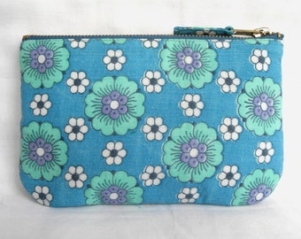 SALE * Imperfect- 1970's Retro Vintage Daisy Style Floral Fabric Make Up Bag, Zip Purse, Ipod Pouch. Sky Blue