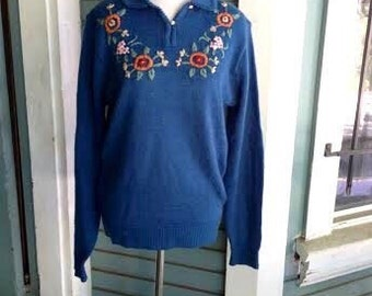 SALE....Vintage 1970's teal colored sweater with adorable embroidered flowers. size S/M