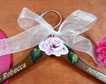 Personalized Hangers for Weddings Dress Hanger Elegant Bridal Hanger Name Engraved Hangers Hand Painted Flower Brown Wood Hanger Wire Name