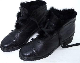 Vintage FUR Trim Black Leather Lace Up Ankle Boots Cap Toe Winter Boots Womens 6 1/2 // 206