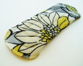 """9"""" Cotton Flannel Regular Cloth Menstrual Pad, Black White Yellow Flowers Floral Leaves, Washable Cloth Pad, Incontinence Pad, Cloth San Pro"""