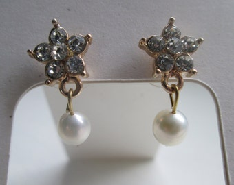 Bridal jewellery/gold jewelry/ wedding jewellery/ bridal accessories/ Diamante pearl earrings