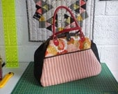 70s style Large Woodland Animals Carpet Bag Handbag with pockets, autumnal colors, frame purse, frame handbag, overnight bag