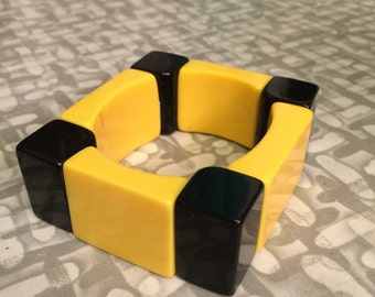 Vintage Mod thick and chunky two tone space-age plastic bangle Bracelet Yellow and Black