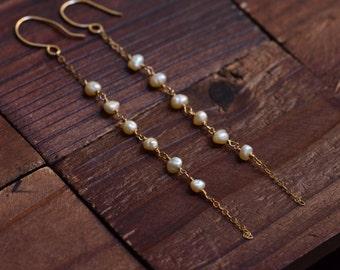 14kt Gold Pearl Earrings - Long Gold Chain Earrings - Elegant Earrings - Dainty Earrings - Simple Modern Earrings -Freshwater Pearl Earrings