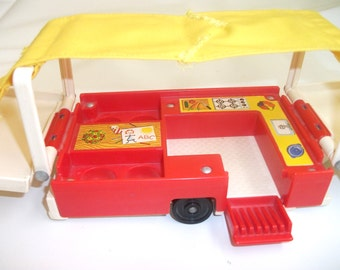 Vintage Fisher Price Pop Up Camper #992 Little People Camping Playset