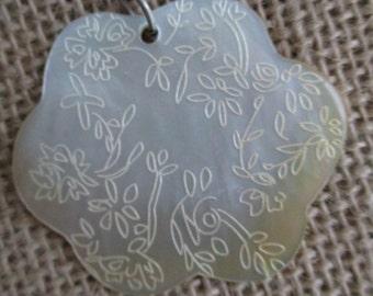 Black Lip Shell Embossed Flower Shape and Flower Design Pendant