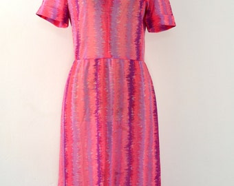 1970s DRESS in a Beautiful PINK, PURPLE and Lilac Print.