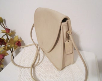 COACH Leather Bag  Crossbody in Cream color  leather