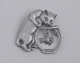 Vintage 'JJ' Wild-Eyed CAT ~ Paw in Fishbowl with FREE-FLOATiNG Fish Pewter Tone BRooCH Pin MiNT
