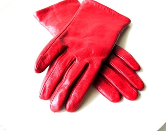 Classy vintage 90s , dark red genuine leather, driving gloves. Made by Falls creek. Mint condition. Size 8.