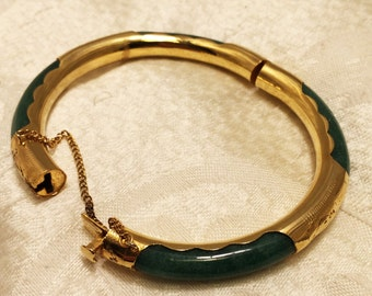 Vintage Asian Designed Hinged Bangle Bracelet with Sparkly Green Curved Glass or Stone Set in Gold Colored Metal Safety Chain (J121)