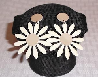 1960s Vintage Daisy Flower Power Drop Dangle Earrings Off White and Mocha Clip On