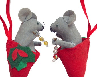 Vintage Handmade Felt Mouse Christmas Ornaments Red Gray Cute Mice Hanging Pocket Hand Sewn Decoration Holly Soft Holiday Decor