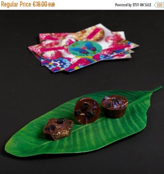 VALENTINE SALE A box of 9 raw dark chocolate pralines with cashew nut butter, blueberries and cinnamon. Vegan, organic, sugar free & gluten