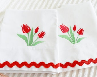 Red Tulip Pillowcases, Machine Embroidery, Tulip Pillowcases, NOS Pillowcases, Never Used Pillowcases, Percale Pillowcases