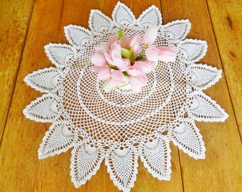 Large White Pineapple Doily, White Doily, Pineapple Doily, Table Centerpiece, Handmade Crocheted Doily