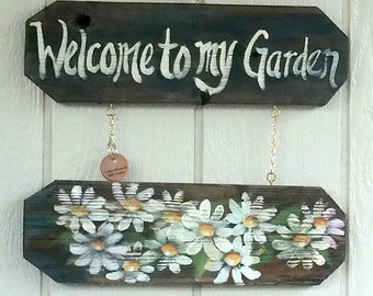 Daisy Welcome Sign , Handcrafted , Hand Painted , Rustic , Reclaimed Cedar