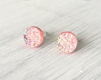 Light Pink Faux Druzy Stud Earring, 8mm Faux Druzy, Pink Cabochon, Pink Druzy Earring, Metallic Earrings, Glitter Stud Earrings / 1i