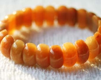 Orange Aventurine Bracelet for psychotherapy and visualization.