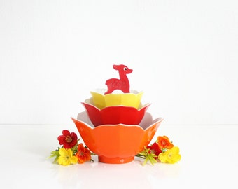 Vintage Set of Colorful Lotus Bowls / Mid Century Porcelain Flower Bowls in Red, Orange, and Yellow