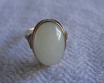Vintage imperial jade and 14k yellow gold ring size 6