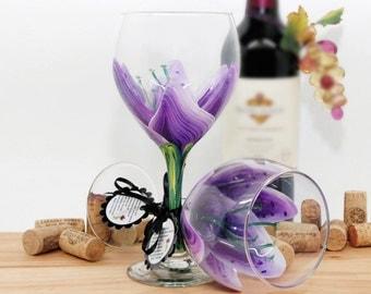 Stargazer lily, painted wine glass, flower wine glass, personalized, gift, wine goblet, birthday wine glass, unique wine glass, floral decor
