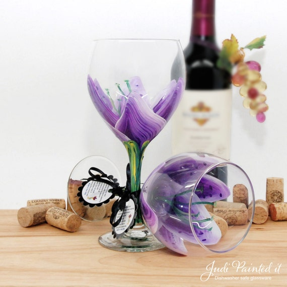 Stargazer lily, painted wine glass, flower wine glass, personalized, gift, wine goblet, birthday wine glass, unique wine glass, floral decor