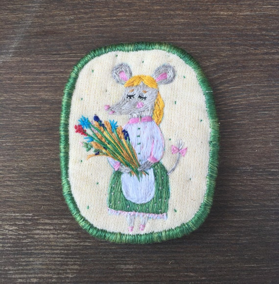 Textile Brooch - country mouse. Statement jewellery. Brooch with mouse. Funny brooch. Hand embroidered pin, brooch, patch. Autumn gift