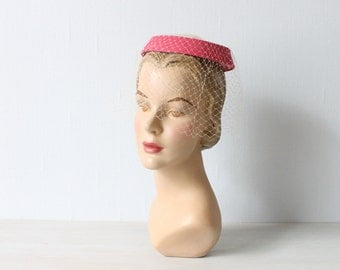 Vintage 1950s Pink Fascinator Mini Veil Hat / 50s Hat / Whimsy Hat