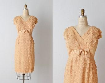 Vintage 1960s Lace Wiggle Dress / Nude Lace Dress / Formal Dress / Cocktail Dress / Size Large