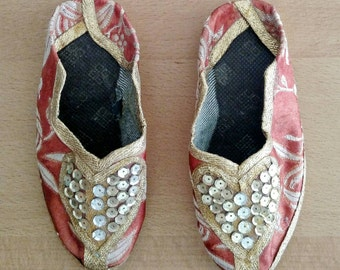Vintage Moroccan | Girl's Slippers |European Size 23 | Sequins | Princess Slippers | Pinkish Peach | Gold Sequins | American Size 7 Girls