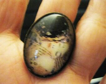THE KISS by Gustav Klimt, Oval Image Under Glass, Ox Brass Setting, FREE Ship
