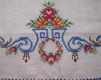 Vintage Hand Embroidered Natural Linen Runner Roses Wreath 44 x 18