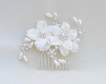 Bridal Flower Hair Comb / Austrian Crystal , Pearl & Flower Hair Comb / Vintage Inspired Bridal Comb / Petite Wedding Hair Comb