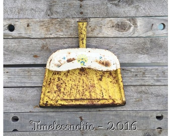 Metal Dust Pan - Kitchen Decor - Yellow Dust Pan - Rustic Decor - French Country Decor - CHIC