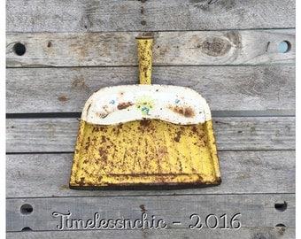 Dust Pan - Metal Dust Pan - Kitchen Decor - Yellow Dust Pan - Rustic Decor - Farmhouse Decor - CHIC