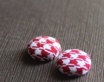 Red Houndstooth Fabric Covered Button Earrings -- babblingbrookes