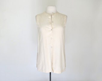 MINIMAL // 90s cream white collared button up blouse / S M