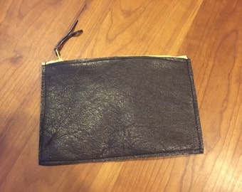 Recycled leather cismetic pouch brown wuth a zipper