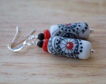 Abstract Starburst Earrings, White Black Earrings, Column Earrings, Elongated Earrings, Lampwork Glass Earrings, Glass Bead Earrings