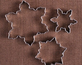 Snowflake Cookie Cutter Set of 3 Sizes, Frozen Party Snowflake Cookie Cutters, Metal Holiday Cookie Cutters, Winter Cookie Cutters