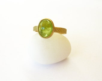 Peridot Ring Gold Ring 18K Gold solitaire ring - High End Jewelry