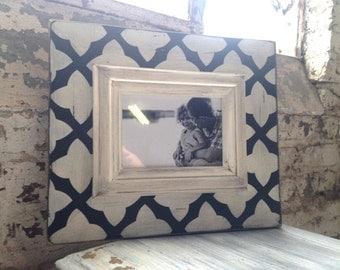 5x7 Black & White Quatrefoil Frame