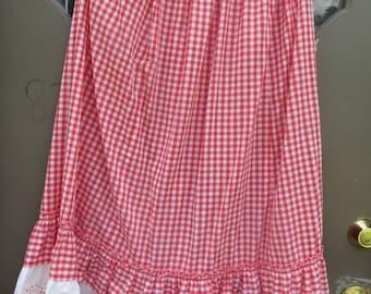 1970   vtg Folk  long Maxi Skirt    Cotton gingham   RED White Checker Prairie Skirt   Down Home Country Check w eyelet lace bottom